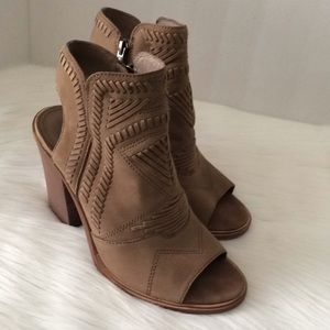 Vince Camuto Open toe Bootie Leather Zip open back
